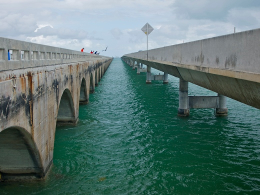 The old 7-Mile Bridge on the left, the new bridge on the right